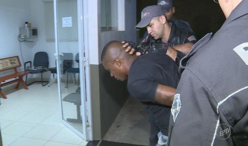 Detento beneficiado em 'saidinha' do Dia dos Pais faz reféns durante assalto em SP