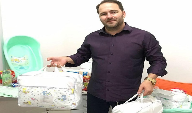 Deputado Alex Redano participa da entrega kits para gestantes emAriquemes