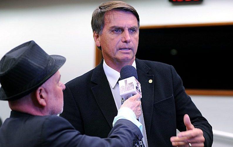 Jair Bolsonaro não fica inelegível por condenação no STJ