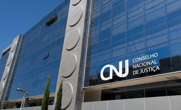 Ex-procuradora aciona CNJ contra desembargador que mandou soltar Lula