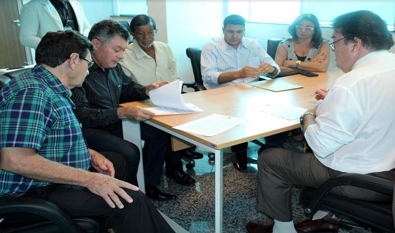 Edson Martins assina convênio para aquisição de veículo destinado à saúde de Teixeirópolis