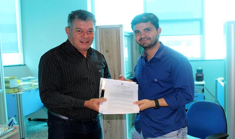 Edson Martins assina convênio de R$ 102 mil para o município de Jaru