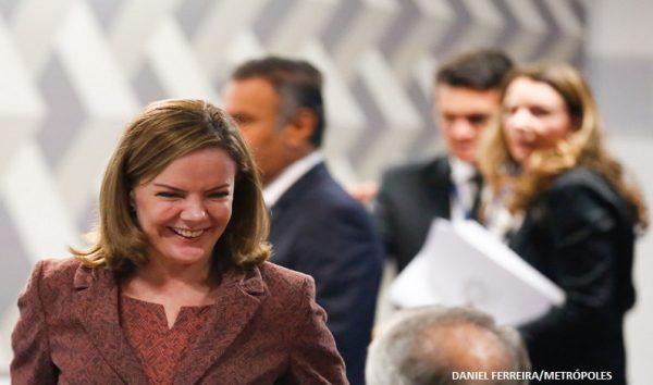 STF livra Gleisi Hoffmann de suspeita de boca de urna em 2014
