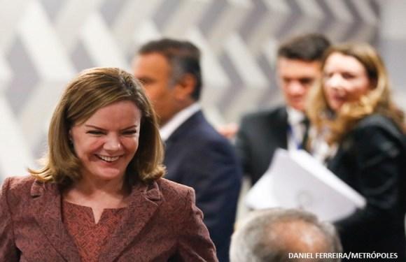 Presidente do PT, Gleisi procura PSB em busca de reaproximação