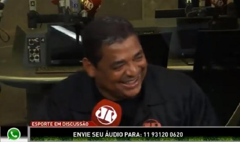 Vampeta cai no 'gemidão do WhatsApp' em programa ao vivo; assista