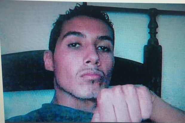 Homem que matou ex com ajuda de criança de 8 anos, está foragido há 7 anos