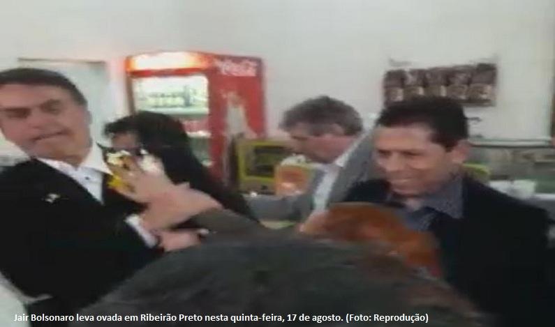 Jair Bolsonaro é hostilizado com ovada durante visita a Ribeirão Preto (SP)