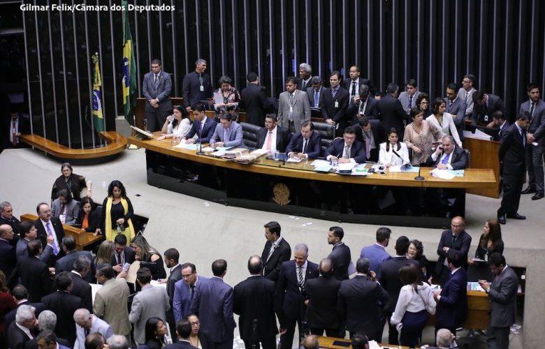 Plenário da Câmara pode votar proposta de reforma política na terça-feira