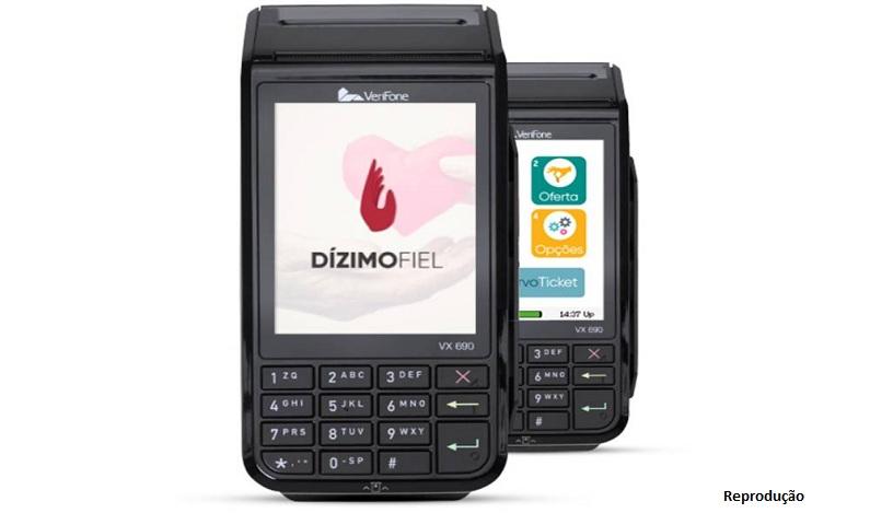 Maquininha de dízimo passa débito, crédito e guarda dados