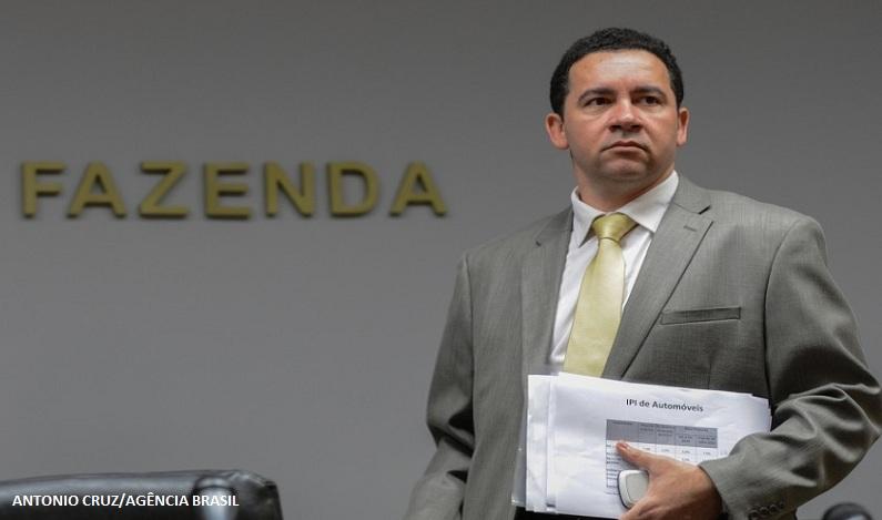 Notícia de que salário mínimo será reduzido é falsa, diz ministro; vídeo