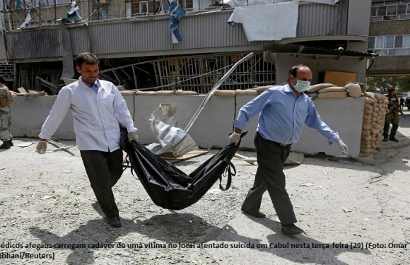 Homem-bomba mata 5 pessoas em banco na capital do Afeganistão