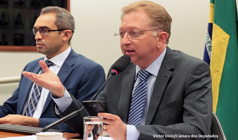 Comissão proíbe implante de chips de identificação em humanos sem autorização