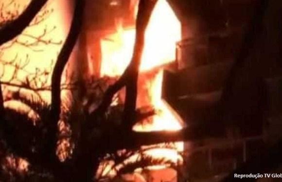 Incêndios em duas favelas de SP deixam 220 desalojados