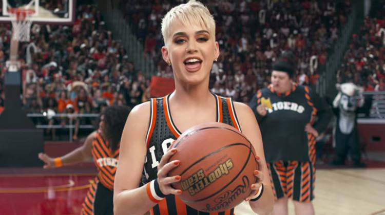 Sem Gretchen, Katy Perry lança o vídeo de 'Swish swish'