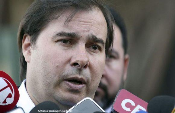 Rodrigo Maia quer votar privatização da Eletrobras até abril