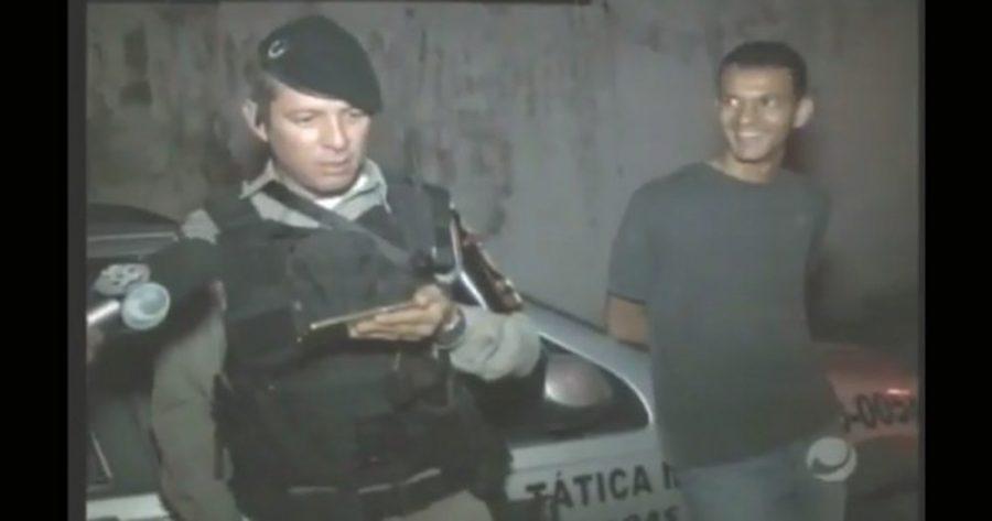 Pego em flagrante, bandido reincidente ri de policial após juíz mandar soltá-lo (assista o vídeo e se revolte)