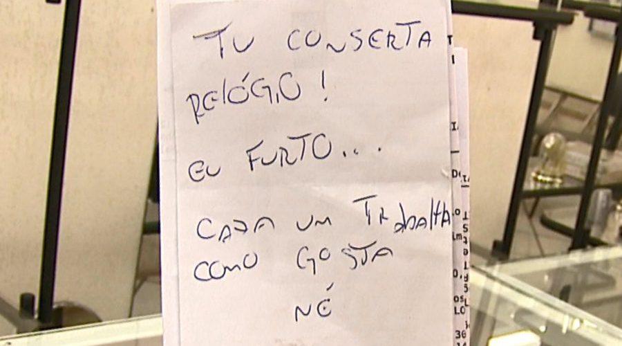 Ladrão deixa bilhete após invadir relojoaria: 'Cada um trabalha como gosta'