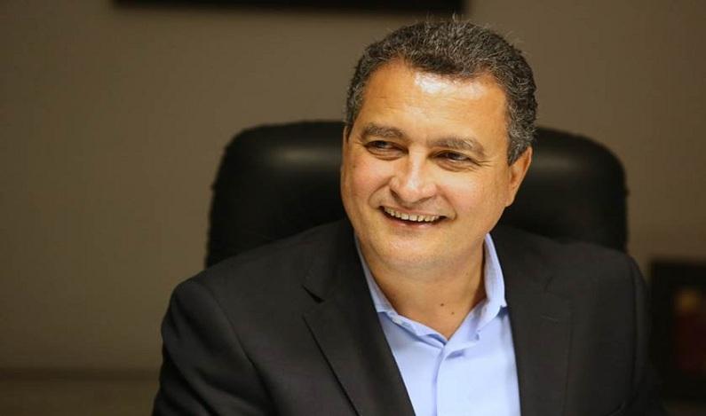 Governador do PT exonera secretários para ajudar Temer com denúncia