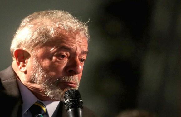 Delatores estão fumando charuto e rindo da nossa cara, diz Lula