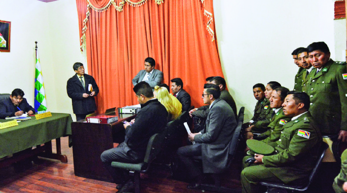 Sete soldados bolivianos vão a julgamento por extorquir turista argentino
