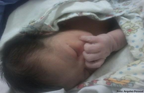 Bebê cai no chão após parto na recepção do Hospital do Gama, no DF