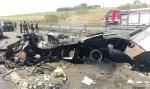 Quadrilha explode carro-forte e rodovia é interditada no interior de SP