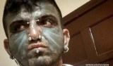 Homem é detido acusado de se masturbar em frente a mulher e criança
