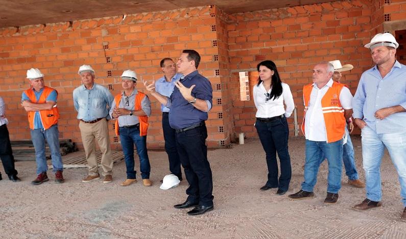 Maurão de Carvalho anuncia asfalto no acesso ao Complexo Beira Rio, em Cacoal
