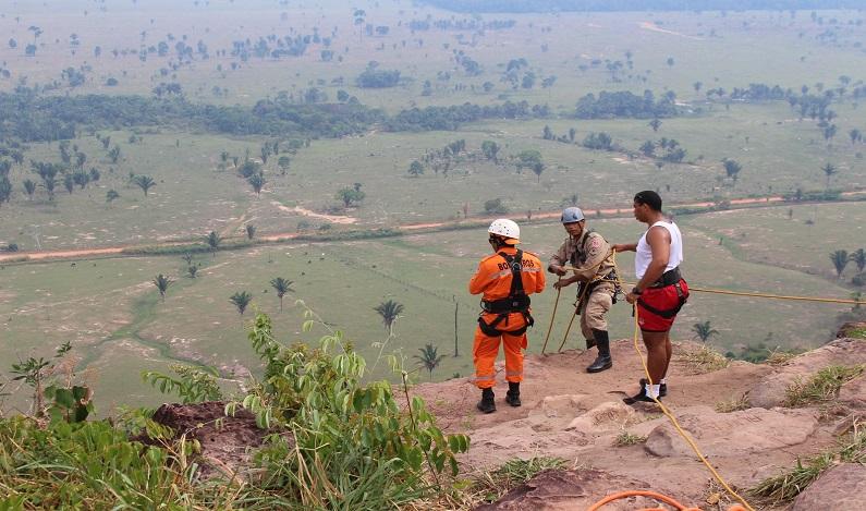 Jovem morre após cair de penhasco de 100 metros na Serra dos Parecis, em RO