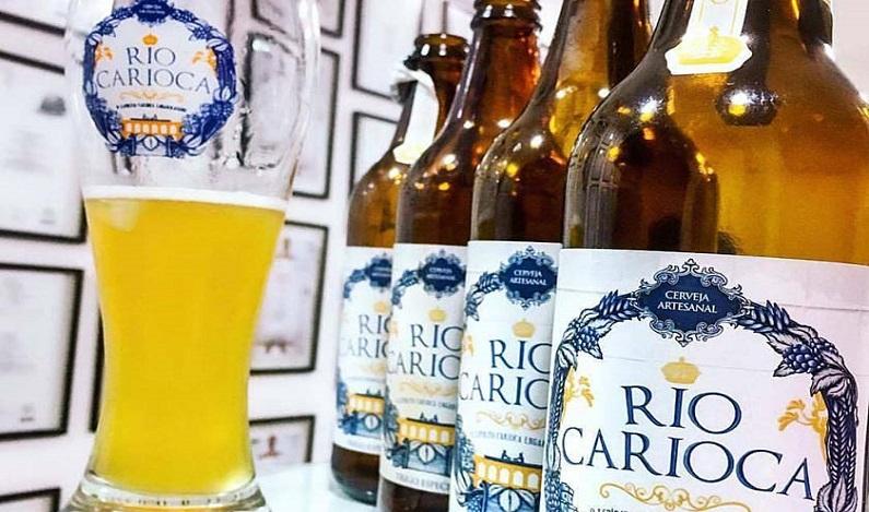 Marca de cerveja provoca Aécio Neves em novo anúncio