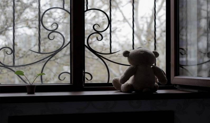 Ministério Público denuncia pai por tortura a filho de um ano e oito meses
