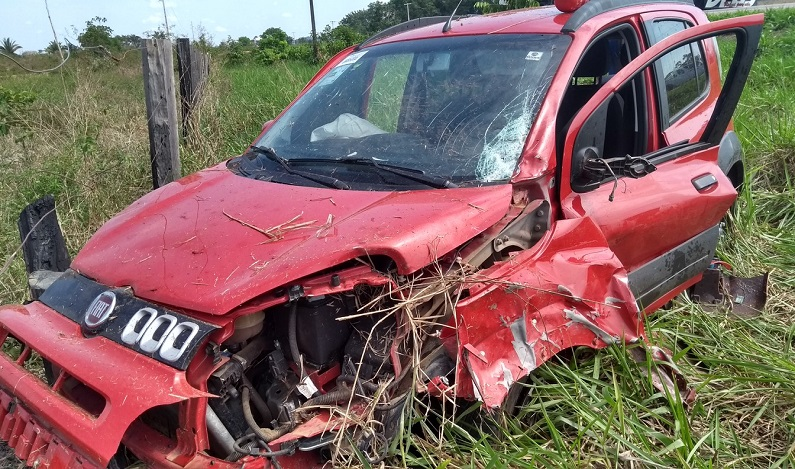 Colisão frontal entre carro e moto na BR-364 mata um e deixa outro em estado grave