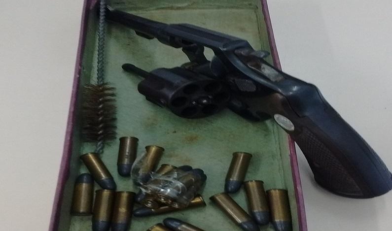 Jovem de 16 anos é apreendida com arma e munição em escola no PR