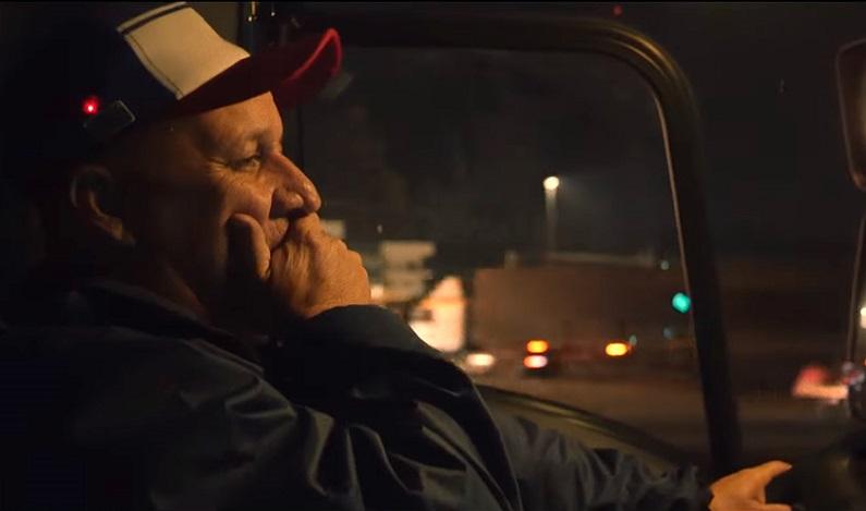 Ford cria boné que alerta caminhoneiros sonolentos ao volante