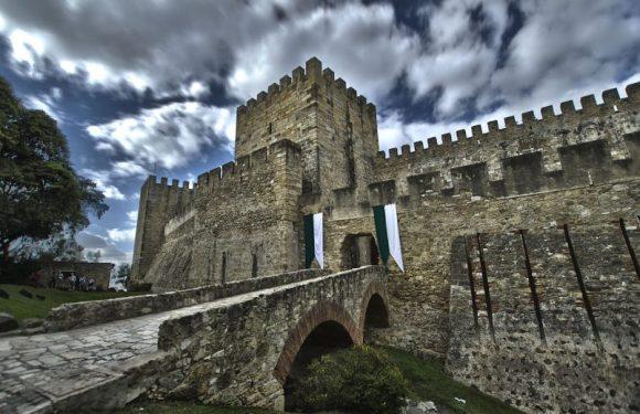 Conheça alguns impressionantes castelos de Portugal