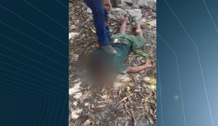 Crianças são agredidas e torturadas por homem após entrarem em lote para chupar manga