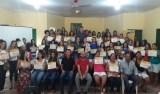 Edson Martins entrega certificados de cursos profissionalizantes