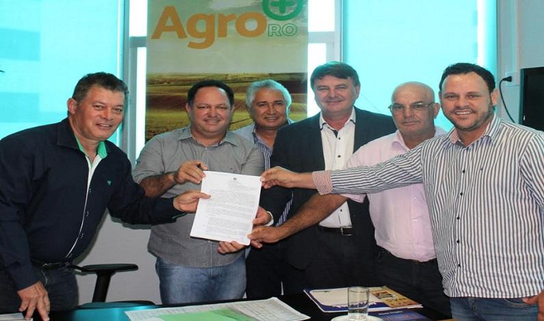 Deputado Edson Martins assegura R$ 120 mil para produtores de Cujubim