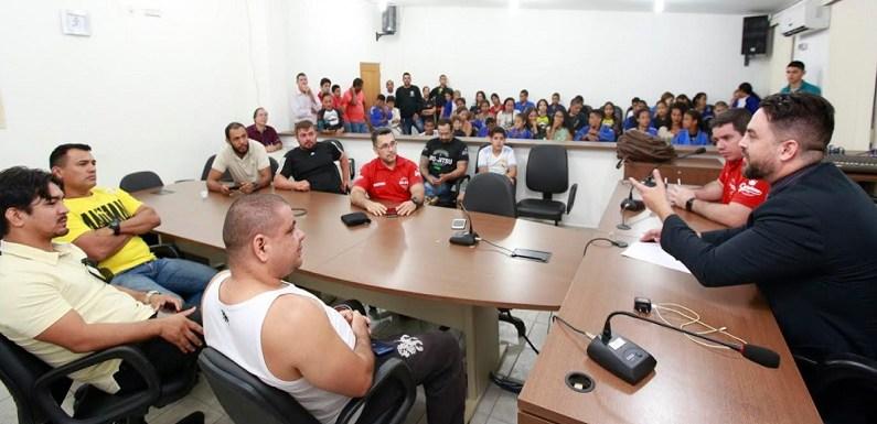 Léo Moraes assegura apoio a federação e a projetos que atendem jovens com jiu-jitsu