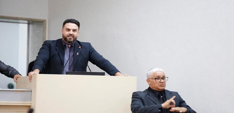 Léo Moraes propõe debate sobre a pílula do câncer