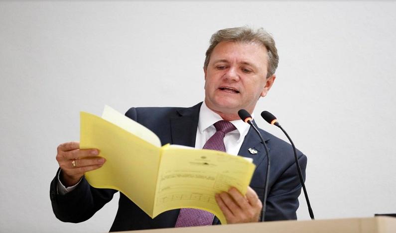 Luizinho Goebel dá parecer contrário à contratação temporária para a Caerd