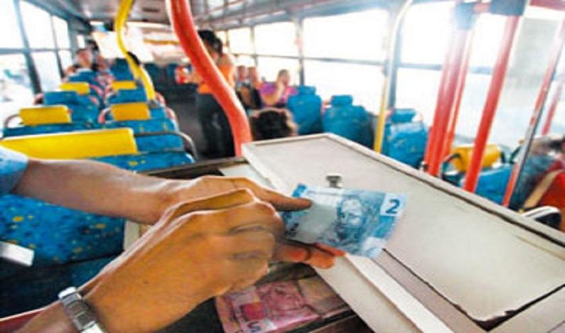 Empresa de ônibus é proibida de descontar de cobradores dinheiro roubado