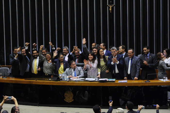 PEC sobre servidores de ex-territórios é aprovada na Câmara; só Marcos Rogério não votou