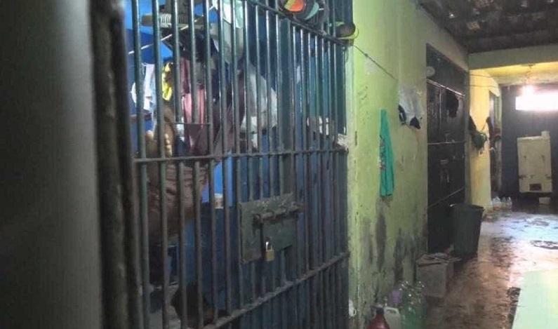 Carcereiro é preso por suspeita de estuprar adolescente dentro de delegacia na BA