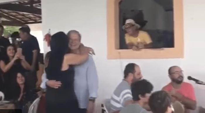 Em prisão domiciliar, José Dirceu é filmado dançando em festa de aniversário da mulher; vídeo