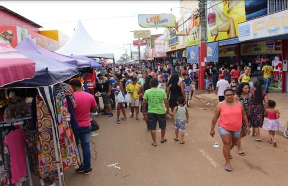 Consumidores lotam lojas no Domingão da Amador dos Reis