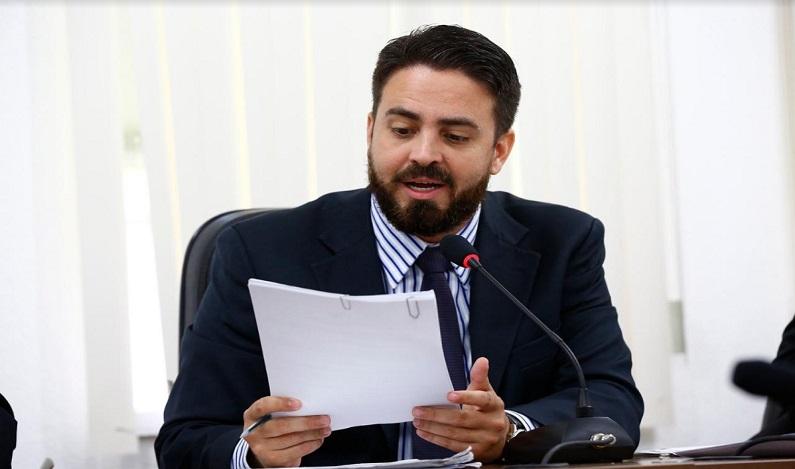 Em emenda aprovada no projeto de reforma administrava, Léo Moraes assegura direitos de servidores da Sejus