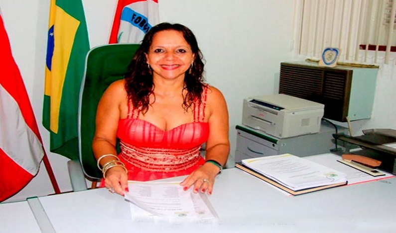 Justiça bloqueia R$ 1,7 milhão de ex-prefeita na Bahia por superfaturamento de 951%