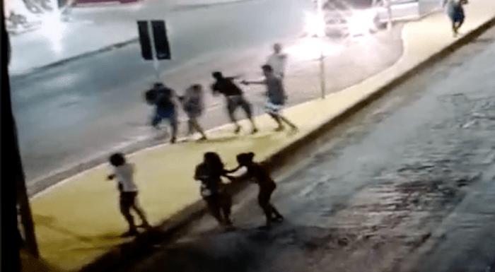 VEJA VÍDEO: Homem atira em duas pessoas, no meio da praça em cidade na Bahia