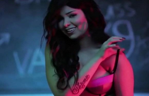Cantora egípcia é presa por 'devassidão' após clipe sensual